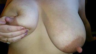 Зрелая брюнеточка приняла в анал большой пенис